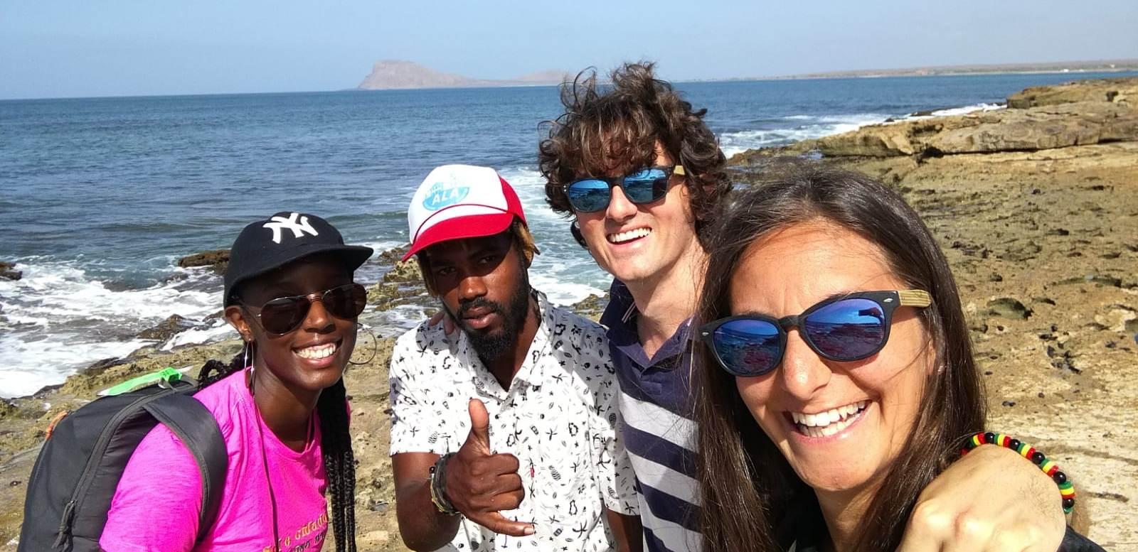 Touristes italiens avec l'équipe Sole Cidade